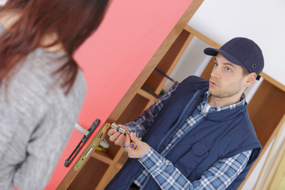 Top 5 Ways How To Spot And Tackle An Unprofessional Locksmith?